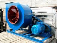 Для перемещения вентилятора на стройплощадке используют вильчатые погрузчики соответствующей грузоподъемности