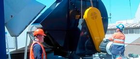 При установке промышленного вентилятора в предусмотренное проектом положение нужно опасаться контакта с острыми кромками воздуховода
