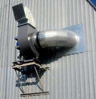 При монтаже промышленного вентилятора на стене здания могут понадобиться автокран и вышка